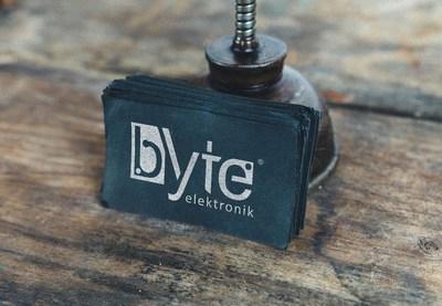 Byte black